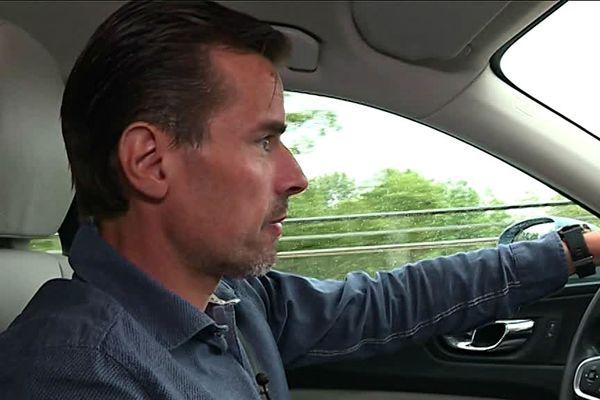 Lionel fait le trajet tous les jours en voiture entre Mulhouse, où il travaille, et Freiburg où il vit.