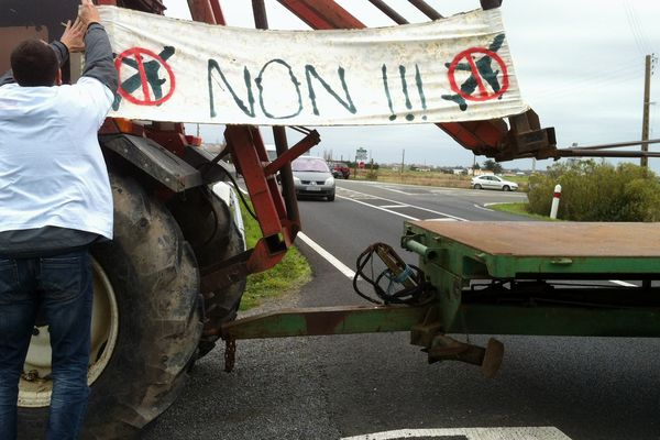 La confédération paysanne de Vendée participe aux manifestations spontanées en réaction aux évacuations en cours sur le site #NDDL