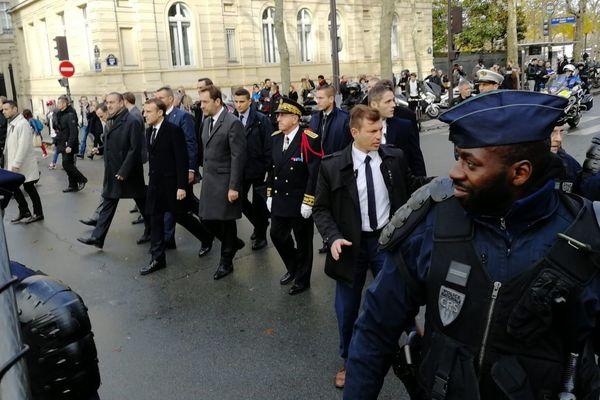 Le président de la République, Emmanuel Macron et le ministre de l'Intérieur, Christophe Castaner, à la sortie de l'Arc de Triomphe, dimanche 2 décembre.