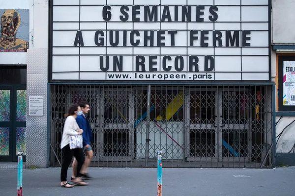 Le théâtre l'Européen à Paris ironise sur sa fermeture forcée pour cause de confinement. Joel Saget - AFP