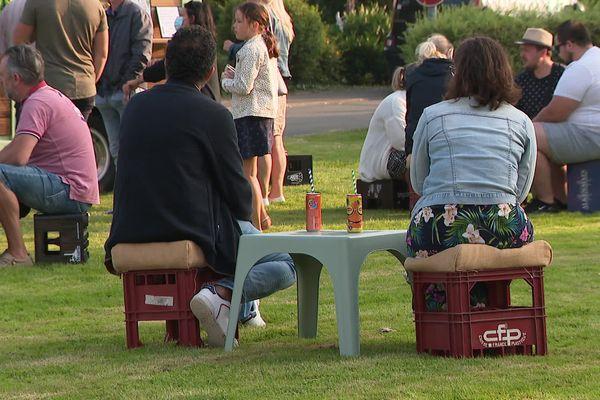 À Steene, chaque vendredi soir, des dizaines de personnes viennent boire un verre à la Tiote Mouss'Tach