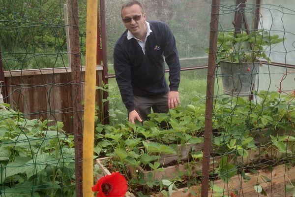 """""""Mieux vaut planter et mettre un petit voile que d'attendre."""" Mathieu Husson jardinier professionnel et paysagiste"""