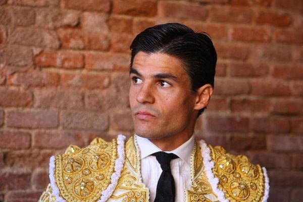 Découvert par l'apoderado français Luisito, Pablo Aguado a donné le 10 mai dernier une mémorable après-midi de toros à Séville. Il sera à l'affiche cet été à Nîmes, Mont de Marsan, Béziers, Bayonne et Dax. Il serait fou de le louper!