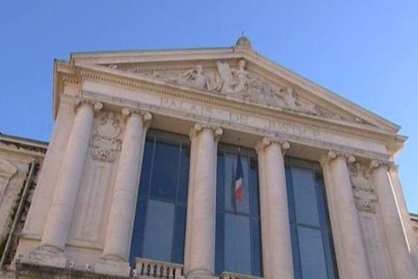 L'auteur des coups de couteau a été déféré au Palais de justice de Nice ce mardi soir, à l'issue de sa garde à vue.