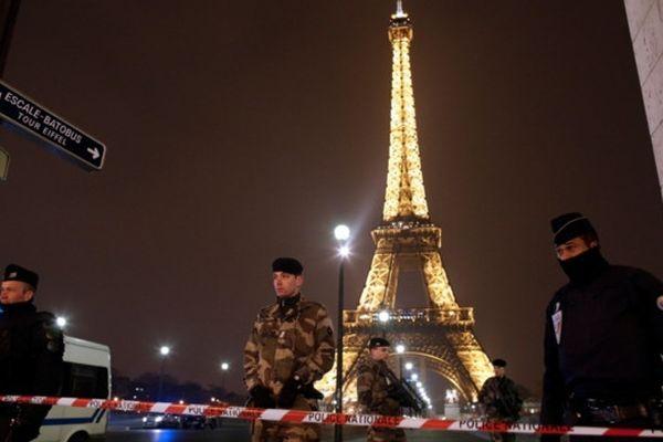 La Tour Eiffel a été évacuée suite à une alerte à la bombe. Environ 1500 visiteurs et employés se trouvaient alors à l'intérieur du monument.