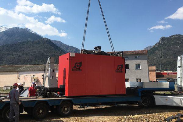 05/04/2017 - Livraison d'une des deux nouvelles chaudières de la SEM Corse bois énergie, à Corte (Haute-Corse)