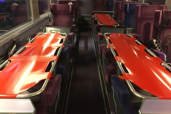 4 lits médicalisés par wagon