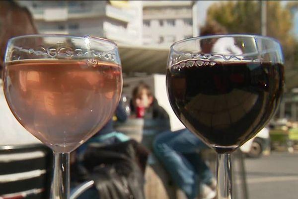 Les plus de 50 ans boivent plus selon l'Agence de Santé Publique.