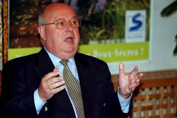 André Dulait, président du conseil général des Deux-Sèvres, en 2000.