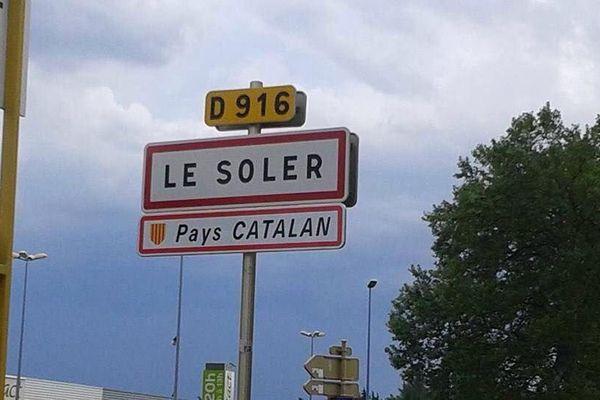 La pancarte Pays catalan affichée au Soler