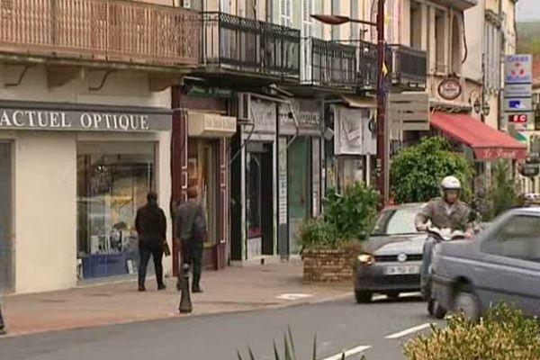 En l'espace de 25 ans, le centre-ville s'est vidé de ses commerces de proximité mais a aussi perdu beaucoup d'habitants.