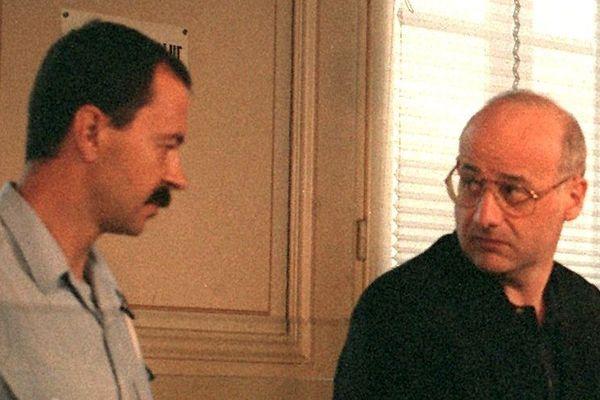 En 1993, Jean-Claude Romand, à droite, avait tué sa famille à Clairvaux-les-Lacs dans le Jura.