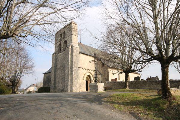 L'église Saint-Hippolyte est située sur la commune de Saint-Yssandon