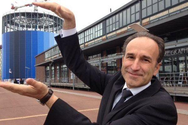 """Frédéric Sanchez président de la Metropole Rouen Normandie en 2014 lors de la construction du """"panorama XXL"""" de Rouen."""