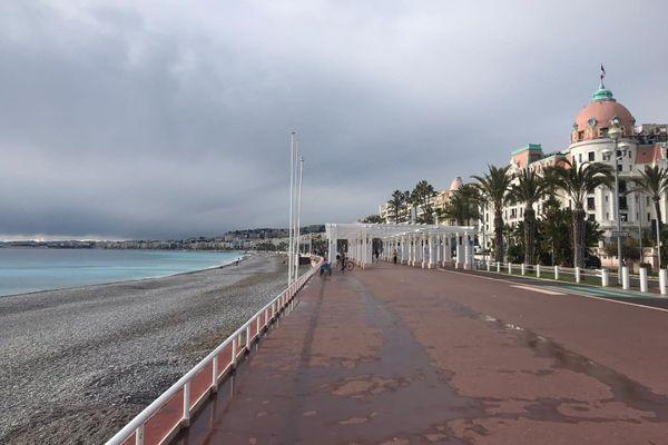 Fermeture le trottoir sud de la Promenade des Anglais, le Quai des Etats Unis, Pilate, le sentier du Littoral et les plages.