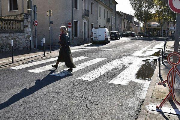 A Lunel, la silhouette en 3D de Pieto semble prête à bondir sur le passage Quai Voltaire.