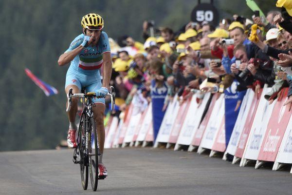 Au sommet de la Planche des Belles Filles, l'Italien Vincenzo Nibali remporte la 10e étape du Tour 2014 et reprend le maillot jaune abandonné à Tony Gallopin la veille à Mulhouse. Nibali conservera la tête du général jusqu'à Paris.