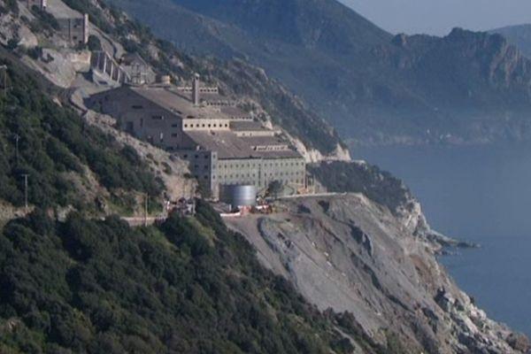 L'ancienne usine d'amiante de Canari, en avril 2013