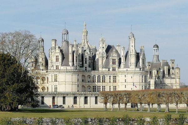 Le château de Chambord, avec son million de touristes, est le centre névralgique du Domaine national.