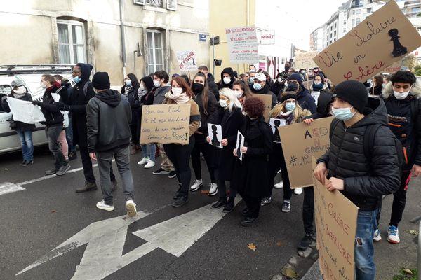 Ils étaient environ 80 à manifester ce matin dans les rues de Chalon-sur-Saône.