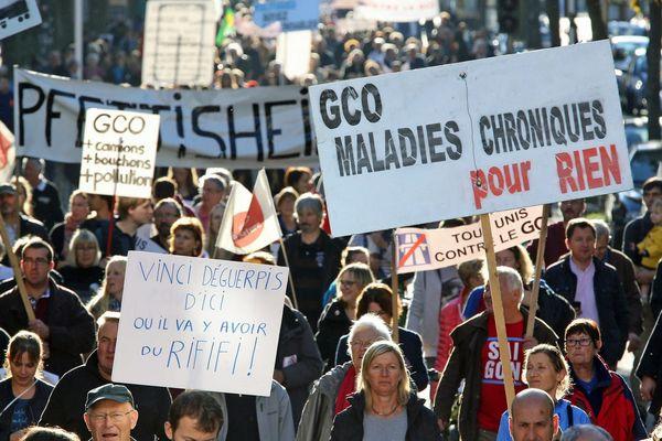 Manifestation contre le projet autoroutier de grand contournement ouest (GCO) de Strasbourg, à Strasbourg le 15 octobre 2016.