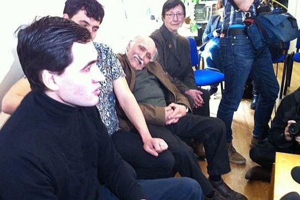 L'ex-otage Pierre Torres au Club de la Presse de Haute-Normandie avec son frère jumeau, son père et sa mère
