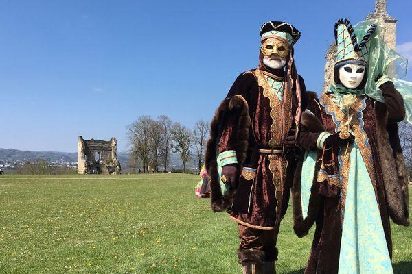Défilé en costumes vénitiens à Beauvoir-en-Royans, dimanche 14 avril.