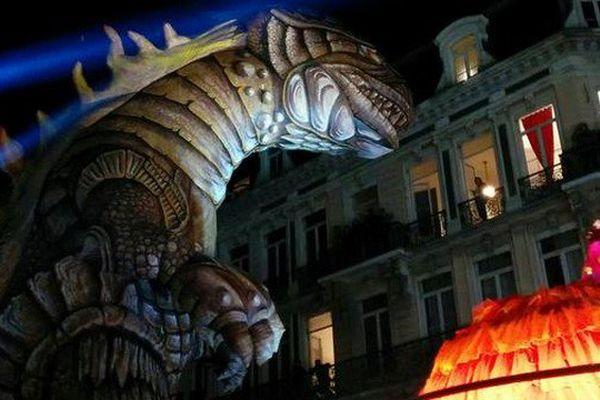 Un Godzilla gigantesque et aérien pour mettre en appétit les 300 000 spectateurs de la grande parade Renaissance