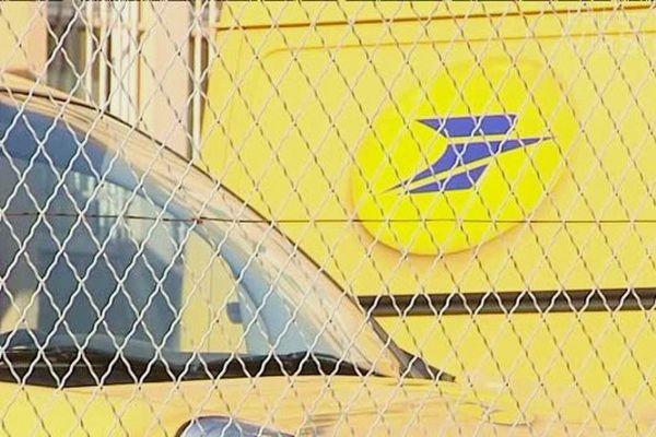 17/07/2014 - La justice ordonne de libérer le centre de tri de La Poste à Ajaccio