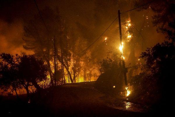 Les incendies extrêmement violents ici à Olympie ce 4 août, sont désormais aux portes d'Athènes