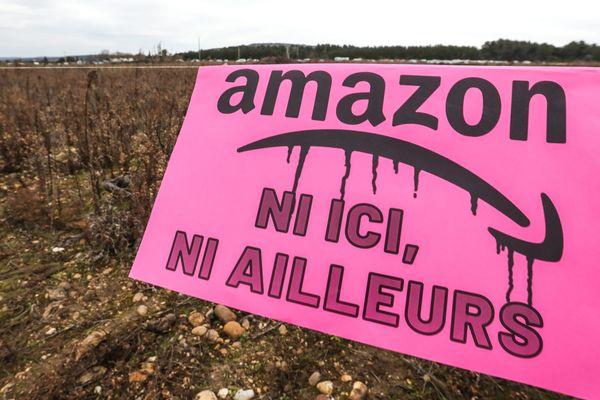 Manifestation contre l'implantation d'Amazon à Fournès, dans le Gard.