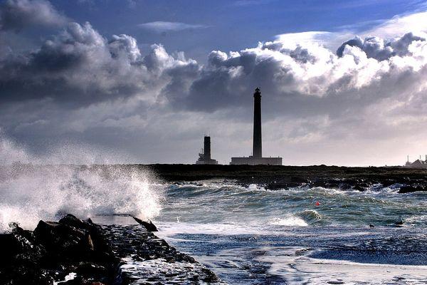 Le phare de Gatteville, dans la Manche, comporte 12 étages, 52 fenêtres, 365 marches. C'est là que les rafales les plus fortes ont été relevées en ce VENDREDI, avec une pointe à 133 km/h à la mi-journée.