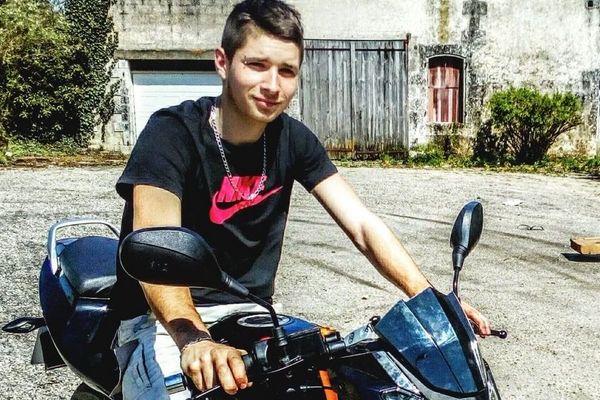 Franck Cluzeau avait 19 ans. Le jeune homme est décédé après avoir reçu un coup de fusil dans la poitrine.