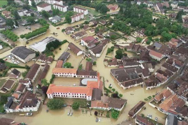 Le centre ville de Salies de Béarn sous les eaux le 13 juin 2018.