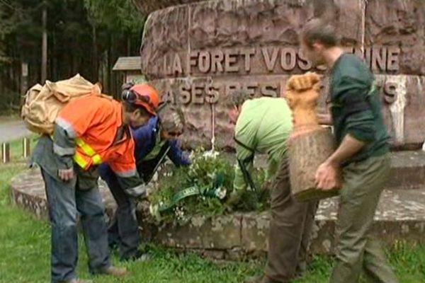 Les forestiers alsaciens ont manifesté ce matin au Col du Haut-Jacques près de Saint Dié, en hommage à l'un des leurs