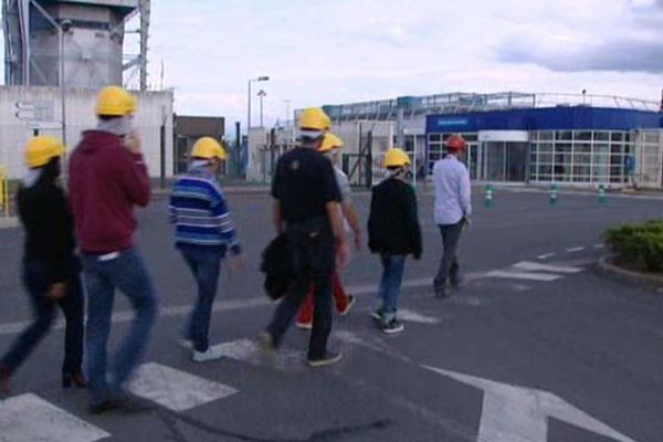 Un groupe de visiteurs découvre les secrets de la centrale nucléaire de Saint-Laurent-des-Eaux dans le Loir-et-Cher