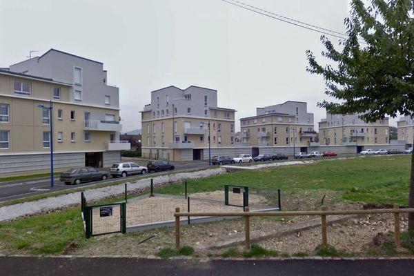 C'est dans l'un de ces immeubles de l'allée du Docteur Bonnafé de  Sotteville-lès-Rouen que la chute des balcons a eu lieu