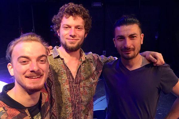 Adrien Fossaert, Lucas Demuynck et Miguel Amaro : Zorg.