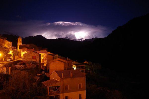 28/11/14 - Intempéries en Corse, Un orage au loin, vu depuis le village d'Ota (Corse-du-Sud).