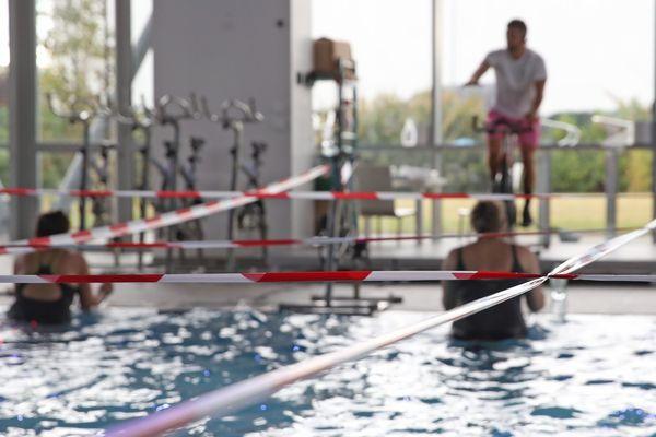 Un cours d'aquagym obéit aux nouvelles règles de distanciation, à Strasbourg - Photo d'illustration