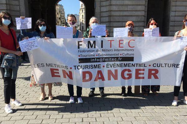 Rassemblement à Rennes. Une quinzaine d'intermittents du tourisme alertent sur leurs difficultés.