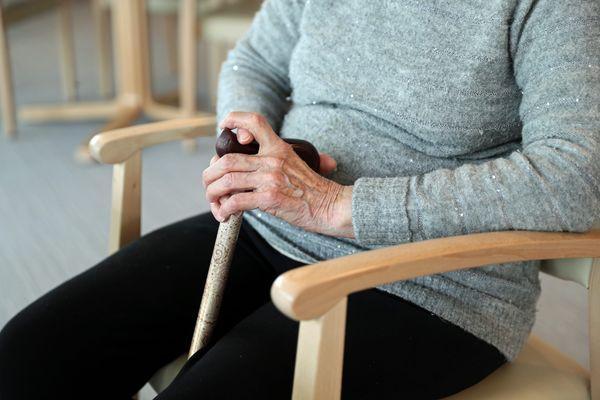 L'ARS Nouvelle-Aquitaine souhaite que les visites des familles dans les Ehpad soient maintenues pour rompre l'isolement des personnes âgées.