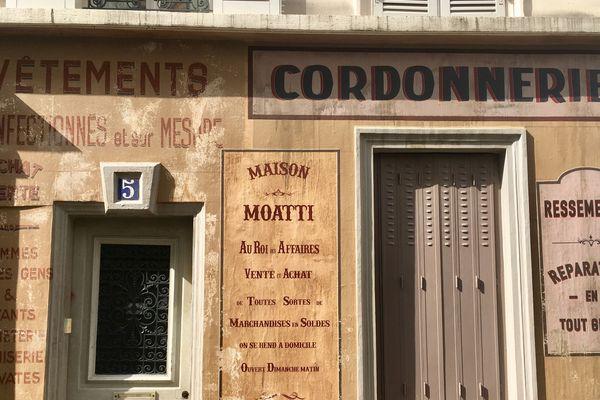 La cordonnerie Moatti a été imaginée au numéro 5 de la rue, pour les besoins du film de Fred Cavayé.