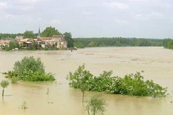 Les cours d'eau sont sortis de leur lit dans la région sud-ouest, conséquence d'un épisode pluvieux de quelques jours sur le département des contreforts pyrénéens.
