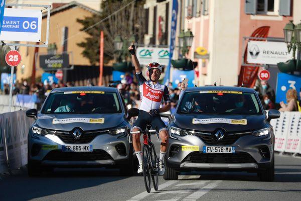 Pour cette ultime journée d'efforts dans le Tour des Alpes-Maritimes et du Var, Gianluca Brambilla a été le plus fort pour s'imposer autour de Blausasc. Une victoire d'étape mais aussi un succès au général pour l'Italien de la Trek-Segafredo qui a su tenir bon face à la manoeuvre orchestrée par les Groupama-FDJ. Rudy Molard termine au pied du podium après ces trois jours de course.