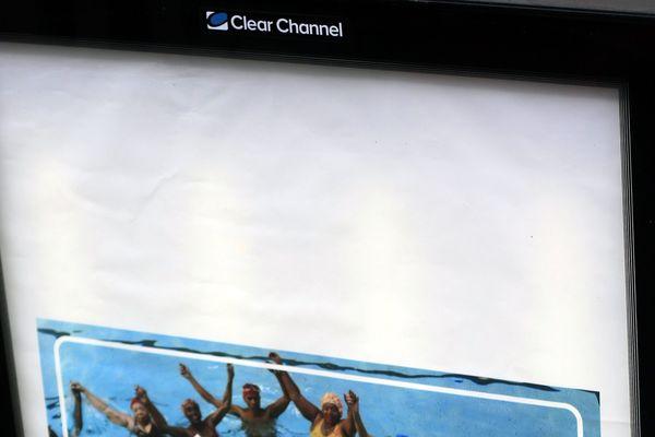 L'entreprise américaine Clear Channel a remporté le marché des panneaux publicitaires à Paris.