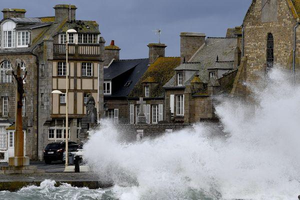 Déjà frappé de plein fouet par la tempête Ciara en début de semaine, Barfleur et les côtes normandes devraient à nouveau connaître les affres de la météo ce jeudi.