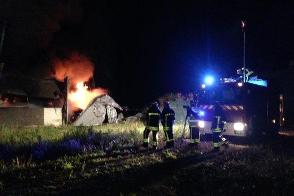Le bâtiment a été la proie des flammes.