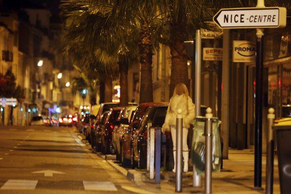 """En tout, plus de trente victimes, des jeunes femmes majeures et originaires du Nigeria, ont été répertoriées. Elles se """"prostituaient sur la voie publique à Nice ou à Cannes""""."""