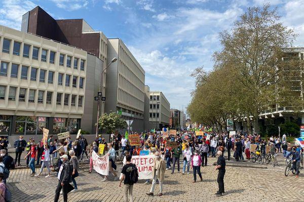 Dans les rues de Lille, ce dimanche 9 mai.